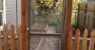 Gartentor aus einer alten Bildschirmtür!