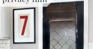 DIY-Fenster-Privatlebenfilm unter Verwendung von Kontaktpapier (Remodelaholic)