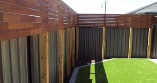 Verstecken Sie den hässlichen Colourbond-Zaun mit Holzschutzplatten