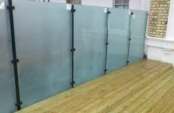 Balkon-Sichtschutz aus Glas