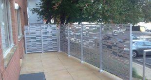 Diese Terrassen-Sichtschutzschirme bieten eine visuelle ...