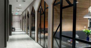 Dieses kürzlich gestaltete Hotel in Polen ist mit Verweisen auf die Geschichte und Traditionen der Region gefüllt