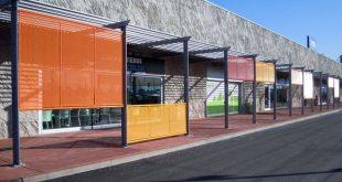 Fassade und Zaun für Einkaufszentrum