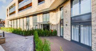 Die privaten Terrassen unserer Luxusapartments im Erdgeschoss im Milverton Grange i ...