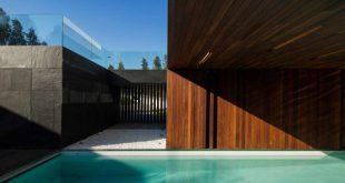 Ein geschichtetes Haus, das der Schwerkraft zu trotzen scheint