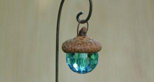 Fairy Garden Acorn Cap Lantern - blaues Miniaturzubehör ENTHÄLT dekorativen Haken für Terrarienzubehör