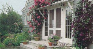 Ich liebe dieses Gitter über der Tür! Könnte so einfach sein, visuelles Interesse zu wecken. ICH...