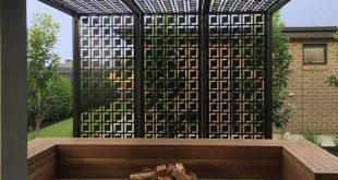 Pergola / Sichtschutz mit dekorativen Bildschirmen. Dies sind QAQ Decorative S ...