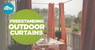 Verleihen Sie Ihrem Deck oder Ihrer Terrasse Privatsphäre mit farbenfrohen, freistehenden Vorhängen. Von dem ...