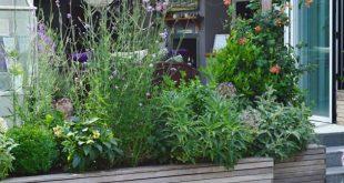 Courtyard Garden: klassischer Garten von Unique Landscapes