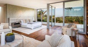 Dieses neue lichtdurchflutete Haus umfasst seine zeitgenössische Ästhetik in Kalifornien