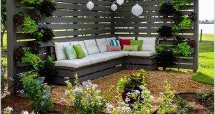 Jeder möchte eine gemütliche Ecke im Garten, wo die ganze Familie im Garten ist