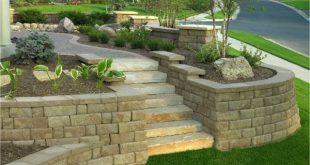 Steinmauer im Garten - Hangbefestigung, die Sicht und Lärmschutz bietet