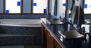 7 kreative Ideen für Badezimmerfenster mit hoher Privatsphäre (damit Sie den Nachbarn keine Show bieten können)