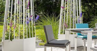 AIR Trellis PLANTER ist ein modernes Pflanzensieb mit Rädern, das von Michael Ko ...