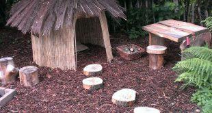 Eine neue Version eines Spielhauses für Kinder - ein rustikales Heimwerker