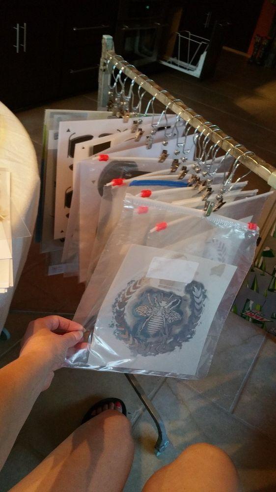 Einfache, kostengünstige Möglichkeit zum Aufhängen / Organisieren Ihrer Schablonen mit einfachem Zugriff.
