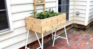 Pflanzgefäß auf IKEA Tischbock -> perfektes Tisch-Hochbeet für Balkon