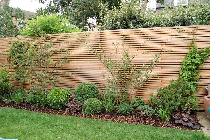 Shelley Hugh-Jones Garden Design: Western Red Cedar Lattenzaun fungiert als ...