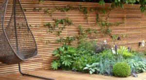 Sichtschutz für den Garten aus Holz oder Kunststoff