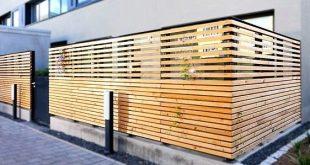 Balkon im Erdgeschoss mit sicherem, massivem Sichtschutzzaun - Anbieterinfo