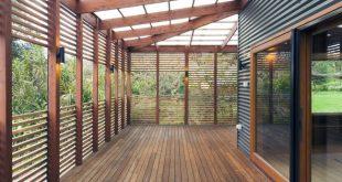 DAS GARTENHAUS .... Die Veranda stellt den Fußabdruck und die Form des Ursprungs wieder her ...