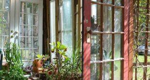 Für eine abgeschirmte Terrasse oder ein Gewächshaus. Rote Tür Ziegel Bodenplatte ...