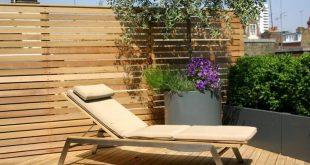 Tolle Gestaltungsideen für die Dachterrasse - attraktives Outdoor-Sofa und Privatsphäre