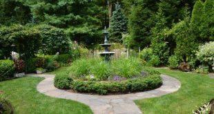 kleiner Garten Design-Ideen runder Brunnen Pflanzenschutzzaun