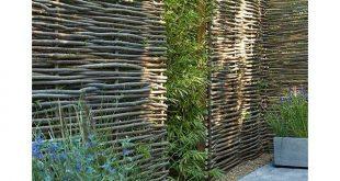 Gartenzäune gibt es in endlosen Ausführungen. Sie sind aus Holz, ich ...