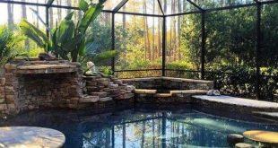 Home Interior Design - Kätzchen faulenzen in der abgeschirmten Veranda / Pool ...