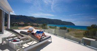 Übernachten Sie in einer luxuriösen Villa, die nur 50 m vom Meer entfernt ist. Genießen Sie den schönsten Sonnenuntergang i ...